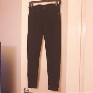 Sleek and Classy Black Top Shop Moto Jeans!